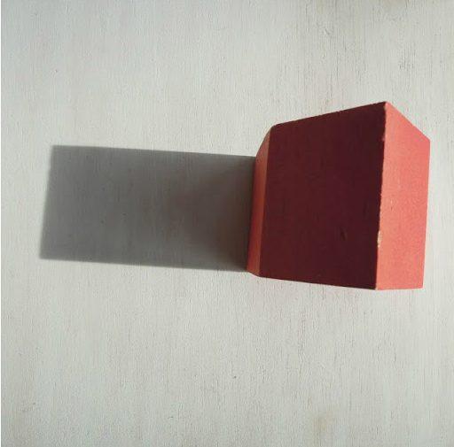 La casita y su sombra